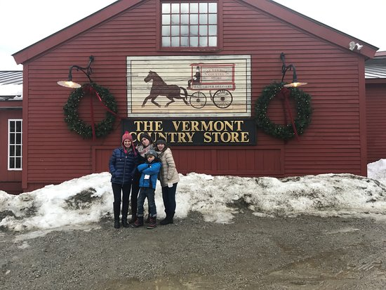 Weston, VT : Restaurant is next to The Vermont Country Store. A must see!