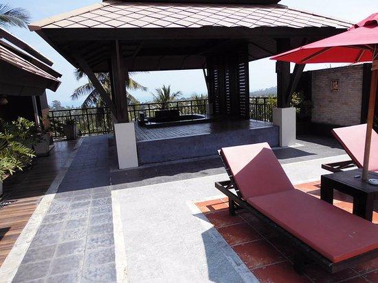 Penthouse Terrasse Mit Pavillon Und Jacuzzi Bild Von Kirikayan