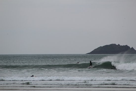Surfer in Polzeath
