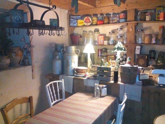 L 39 ancienne picerie photo de le comptoir montagnard les angles tripadvisor - Le comptoir de l ancienne ...