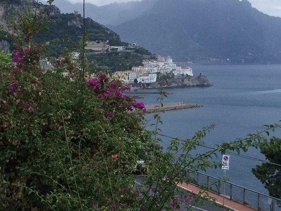 Hotel Bellevue Suites: vista da sacada cidade de Amlfi
