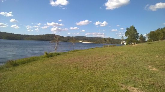 Beaudesert, Australia: A view towards the dam