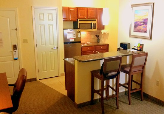 Staybridge Suites Lafayette-Airport: Nice small kitchen.