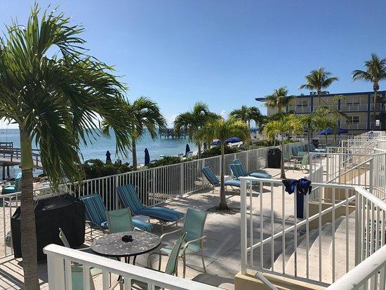 patio outside villas foto de glunz ocean beach hotel. Black Bedroom Furniture Sets. Home Design Ideas