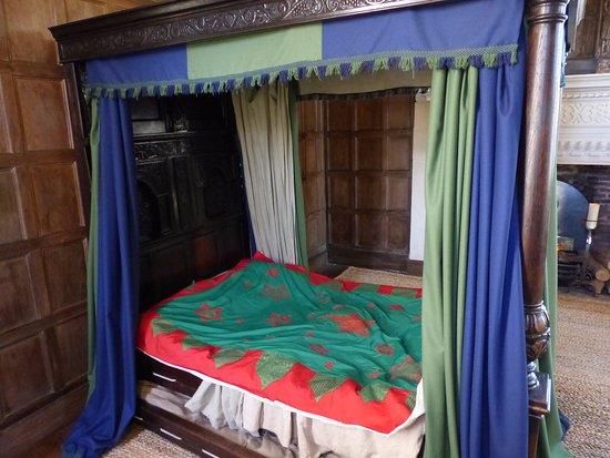 Avebury, UK: a grand bed