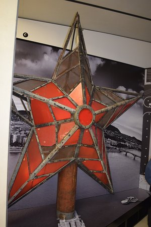 red star taken off of parliament after fall of soviet union