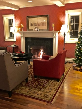 Rosewood Victoria Inn: family area at Christmas time