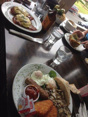 Te Aroha, New Zealand: Vege Breakfast and Eggs Benedict (top)