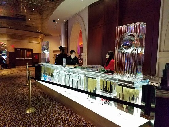 Caesars Windsor: Ice Sculpture in the Casino