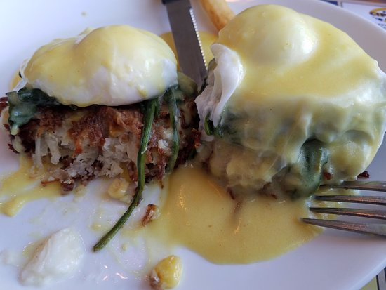 Trumbull, CT: Corn and crabcake benedict