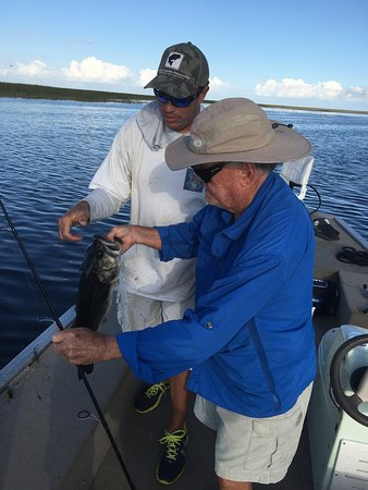 Okeechobee, Floride : What fun catching almost 7 lb Bass