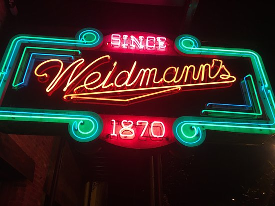 Weidmann's: What a great stop!  We were traveling thru and decided to have dinner here.  Robert our waiter w