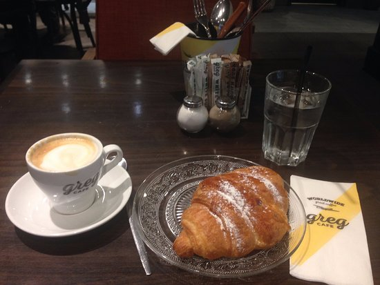 Cafe Gregg: Coffee and Croissant