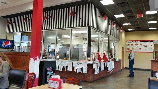 Benson, Karolina Północna: Glazed food prep area