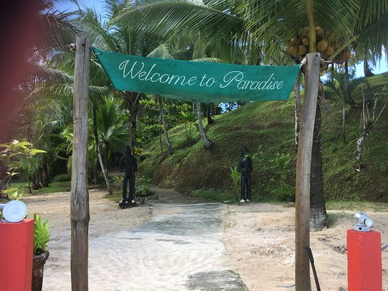 Popa Paradise Beach Resort: Entry from the dock.