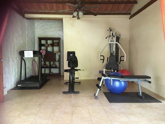 Popa Paradise Beach Resort: Gym area.