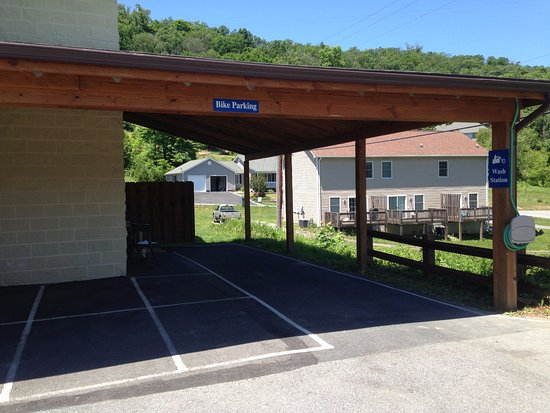 Best Western Berkeley Springs Inn: Motorcycle wash station