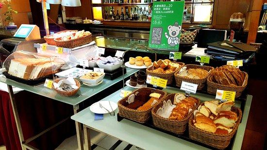 Tempus Hotel Taichung: 麵包區,非常多樣