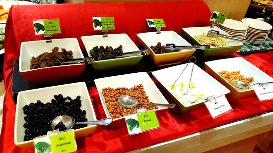 Tempus Hotel Taichung: 配粥的醬菜