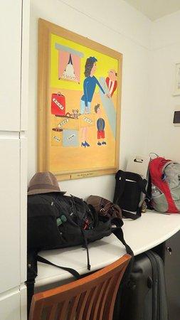 Hotel Modigliani: storage area in hall