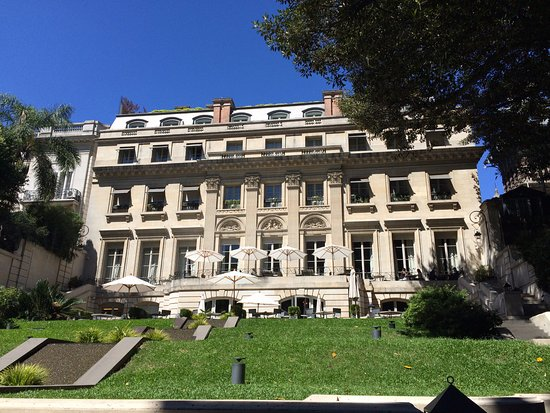 Palacio Duhau - Park Hyatt Buenos Aires: View from the outdoor dining area.