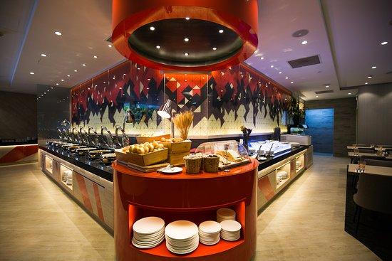 Metropolitan YMCA Singapore: Restaurant Buffet Area