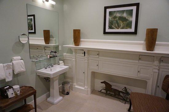 The Vanderbilt Grace: One of the two bathrooms in the room.