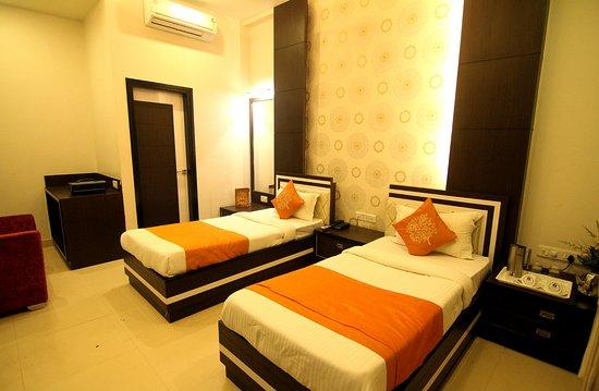 Hotel Rivera Palace, Hotels in Varanasi