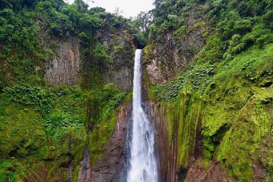 Bajos del Toro, Costa Rica: One of the hotel's activities: hike to Catarata Del Toro Waterfall