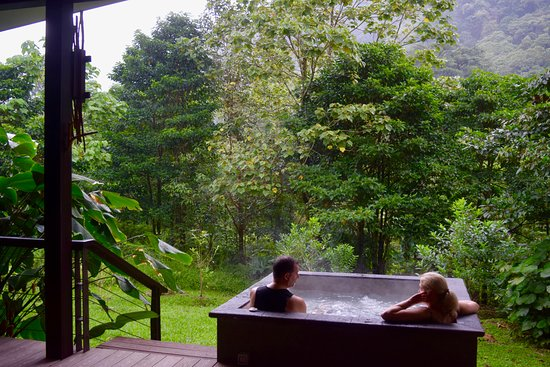 El Silencio Lodge & Spa: My parents enjoying our villa's private hot tub!