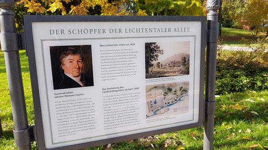 Lichtentaler Allee: Eine Tafel mit der Geschichte der Lindentaler Allee