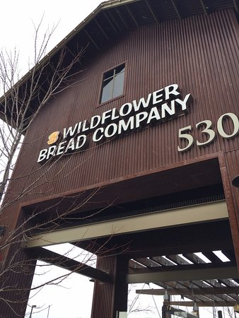 Wildflower Bread Company: Outside