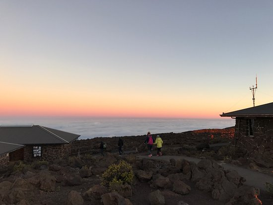Paia, Hawaje: Sunrise at the top