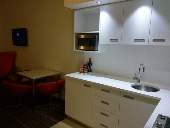 Mantra Charles Hotel: Kitchenette