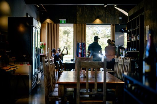 Bicheno, Australia: The team behind legendary Swansea cafe The Left Bank has opened The Farm Shed East Coast Wine Ce