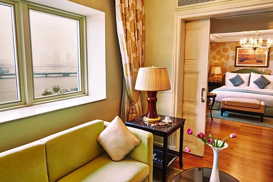 Kempinski Nile Hotel Cairo : Nile Junior Suite over looking the magnificent Nile view