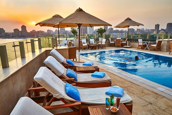 Kempinski Nile Hotel Cairo : The Roof Top with an amazing pool bar over looking the magnificent Nile view
