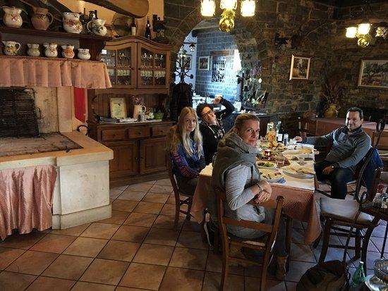 Momjan, Croatia: Frühstück nach einem tollen Abendessen!