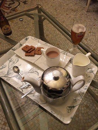 Le Clos Saint Georges: Tea, beer, biscuits on arrival