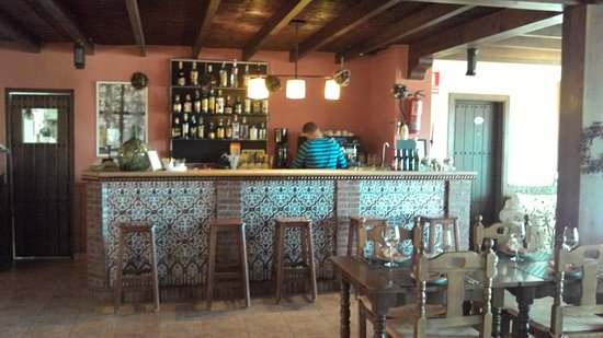 Villanueva de Tapia, Spain: le bar de l'hôtel