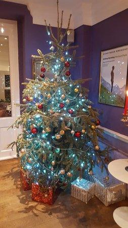 Burnsall, UK: Beautiful tree in lounge