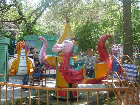 Panfilov Park: A little bit all fashioned but worth the visit on a sunny Sunday !