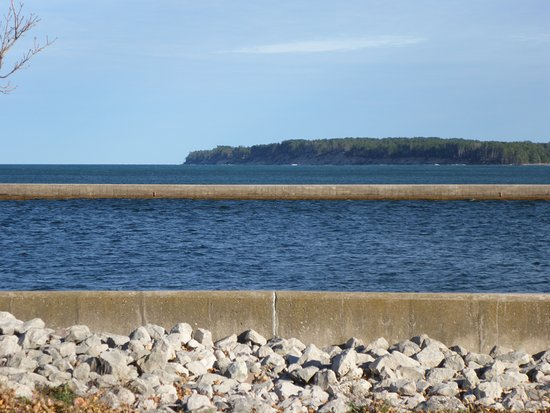 Grand Marais, MI: Breakwater to Harbour