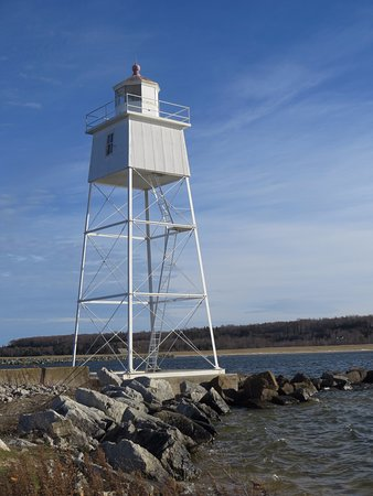 Grand Marais, MI: Inner Harbour Warning Light