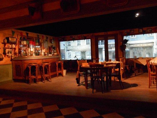 Onder De Kelders : Filmzaal met presentatie over het verblijf in de kelder onder het