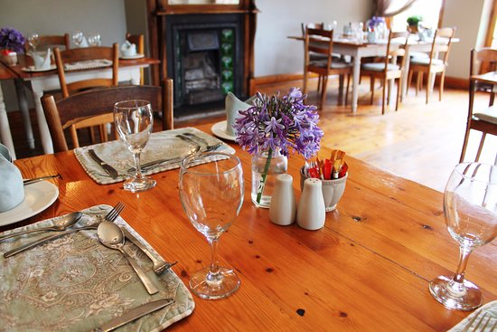 Fouriesburg Country Inn: Warm country charm dining room