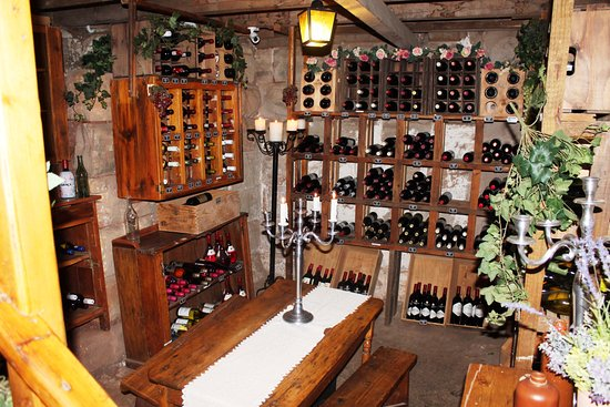 Fouriesburg Country Inn: Under ground wine cellar dating back to  early 1900's