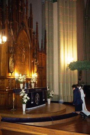 Región de Riga, Letonia: Идет исповедь в Старой церкви Святой Гертруды - 02