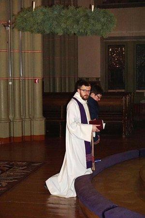 Región de Riga, Letonia: Идет исповедь в Старой церкви Святой Гертруды - 03