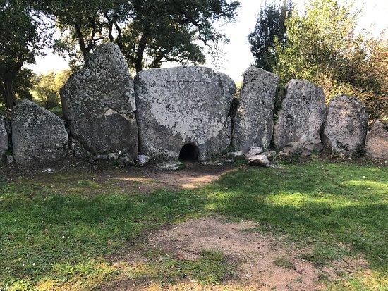 Calangianus, Italia: Tomba dei Giganti Pascaredda